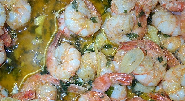 Off grid gourmet prawns with garlic