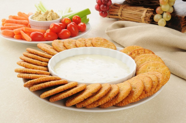 Crackers with ranch dressing